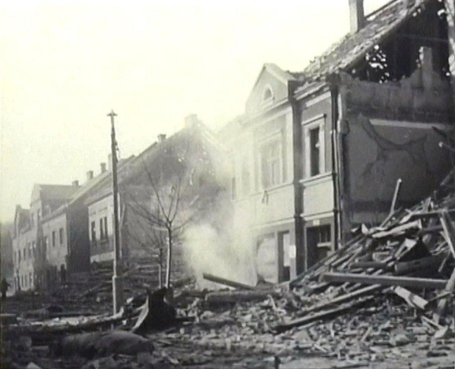 Kralupy nad Vltavou po ničivém bombardování v březnu 1945