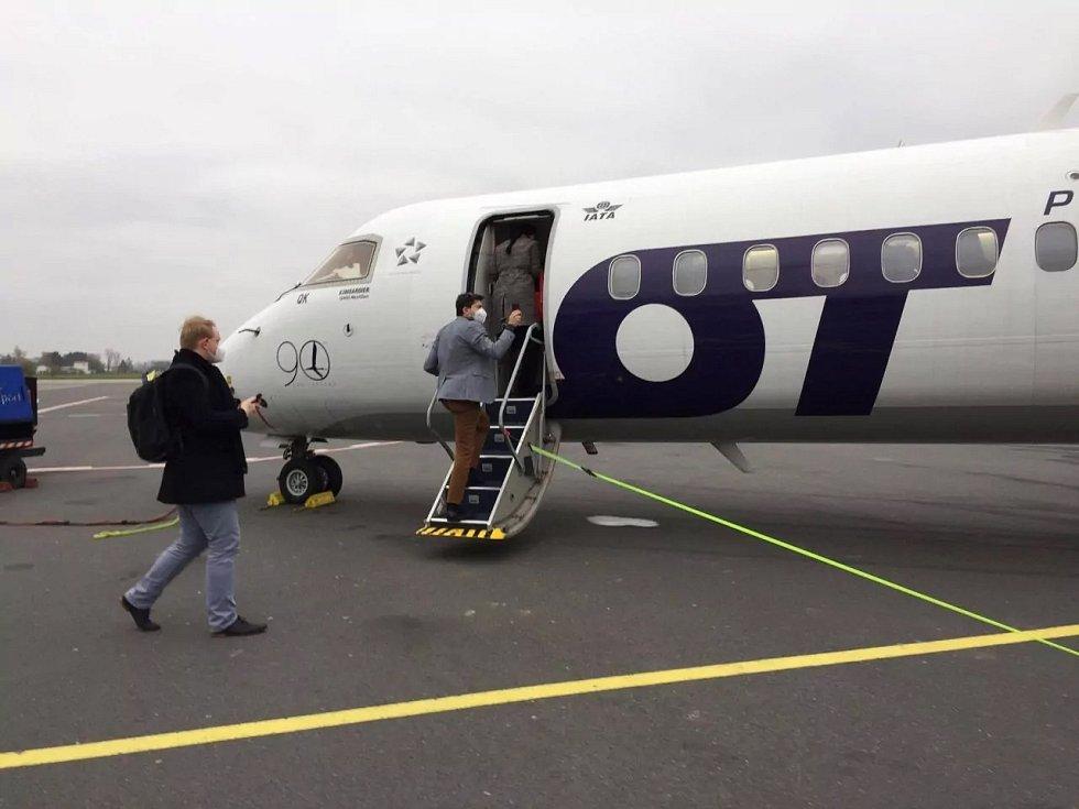 Letoun Bombardier Dash 8 Q400 v Ostravě.