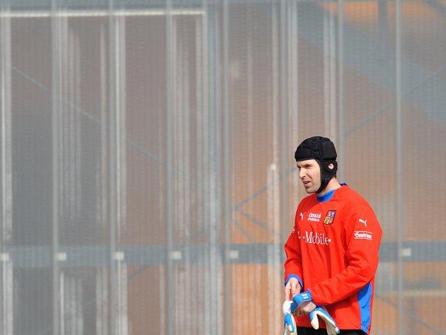 Gólman londýnské Chelsea Petr Čech během reprezentačního tréninku.