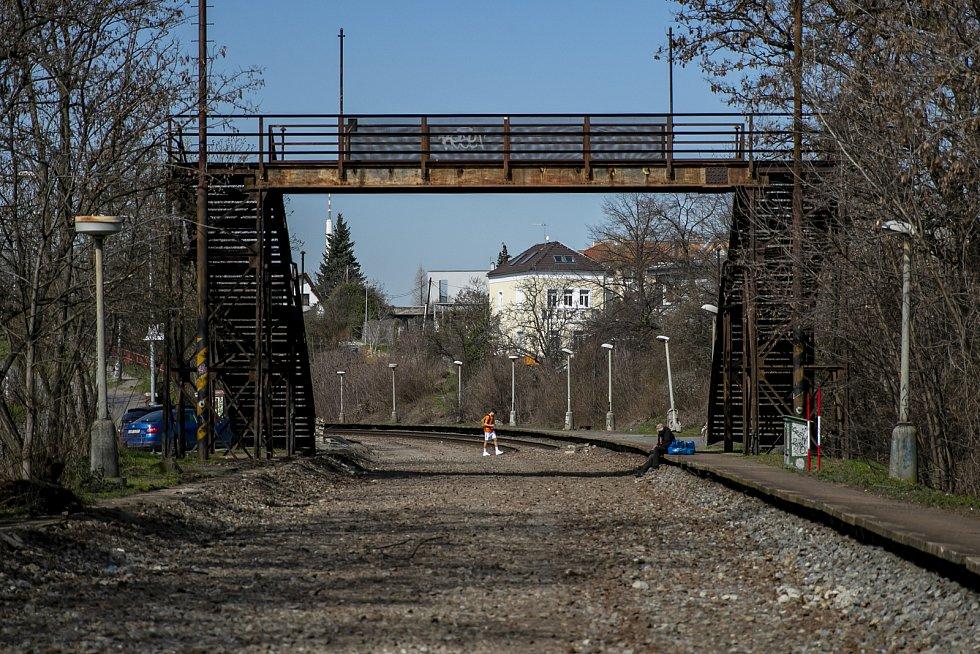 Symbol zastávky, železný most ze 30. let minulého století, zůstane na svém místě.