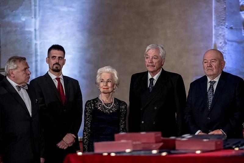 Prezident Miloš Zeman na státní svátek 28. října předával státní vyznamenání ve Vladislavském sále Pražského hradu. Kukura, Loprais