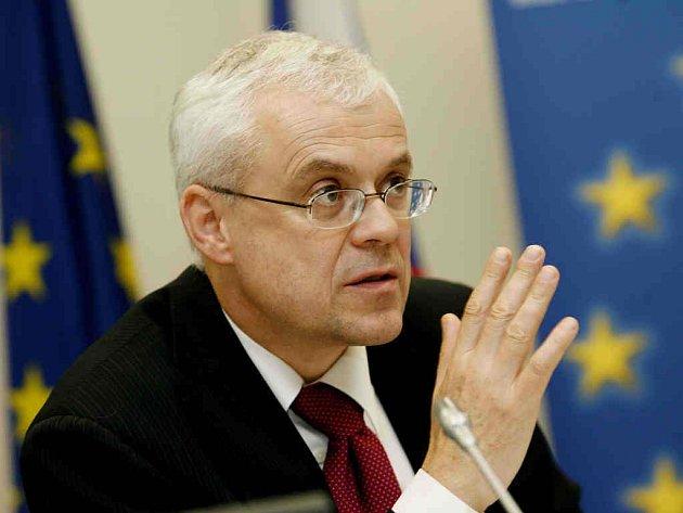 Český eurokomisař pro zaměstnanost, sociální věci a rovné příležitosti Vladimír Špidla hledá cesty, jak udržet zkušené, ale starší zaměstnance na pracovním trhu.