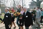Vojmír Srdečný s A. Bugrem v KT Sachsenhausenu – Oranienburgu u příležitosti 60-tého výročí osvobození tábora