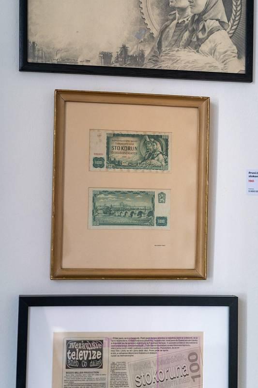 Nejslavnější československá bankovka - v nominální hodnotě sto korun a soubor dokumentů s ní související. Možní s ní přijde investiční štěstí