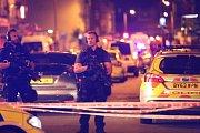 Před mešitou v Londýně najela do chodců dodávka