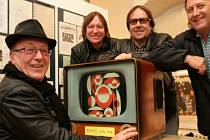 Zahájení výstavy 50 let Olympic v KC Kaštan v pondělí  5.listopadu. Na snímku Petr Janda a kapela Olympic.
