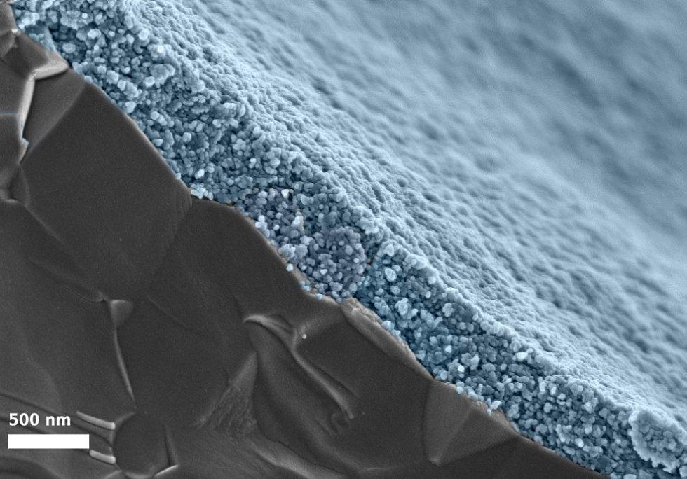 Nanočástice dnes slouží v celé řadě oborů. Zde jsou naneseny na povrch materiálu