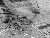 Lokalita Him Šinšar, skladiště chemických látek nedalekoHomsu zasáhlo 22raket a bunker vtéže lokalitě schemickými látkami zasáhlo 7raket.