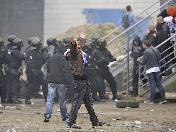 Fanoušci Baníku v Příbramu ukázali svoji negativní tvář. Policie měla plné ruce práce.