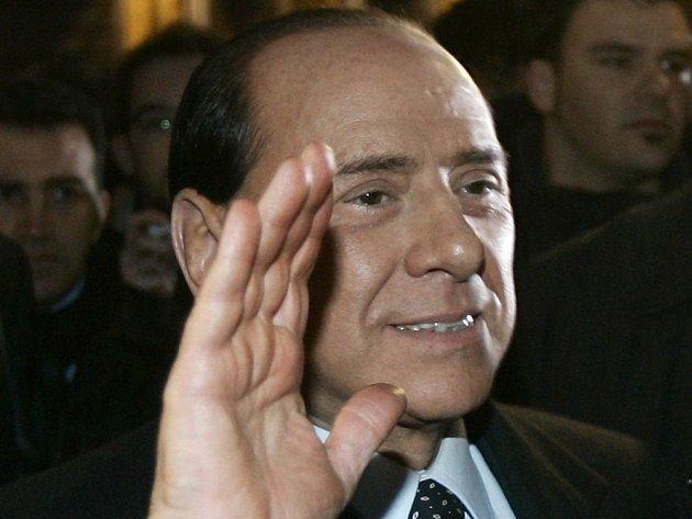 Šéf italské pravicové opozice a bývalý premiér Silvio Berlusconi přihlásil za rok 2005 daňovým úřadům příjmy přesahující 28 milionů eur.