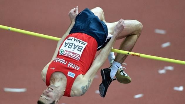 Jaroslav Bába ovládl na halovém mistrovství Evropy v Praze kvalifikaci výškařů.
