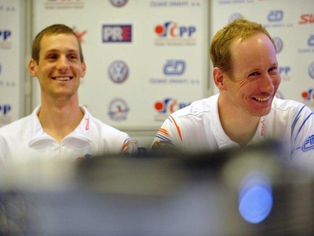 Běžci na lyžích Martin Jakš (vlevo) a Lukáš Bauer už se připravují na novou sezonu, tu olympijskou.