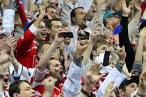 Hokejoví fanoušci budou moci přenosy ze zápasů mistrovství světa o víkendu sledovat z nové fanouškovské zóny, která vznikne na Staroměstském náměstí v Praze.