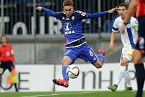 David Houska z Liberce střílí gól proti Liberci.