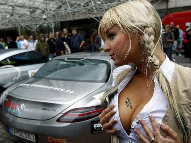 U pražského hotelu Hilton se 10. září 2010 uskutečnil start neoficiálního závodu luxusních vozů Diamond Race, který je českou obdobou milionářského závodu Gumball 3000.