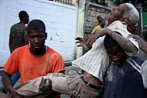 Zemětřesení na Haiti si vyžádalo zatím neupřesněný počet obětí.