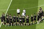Trénink českých fotbalistů na stadionu Hampden Park ve skotském Glasgow.