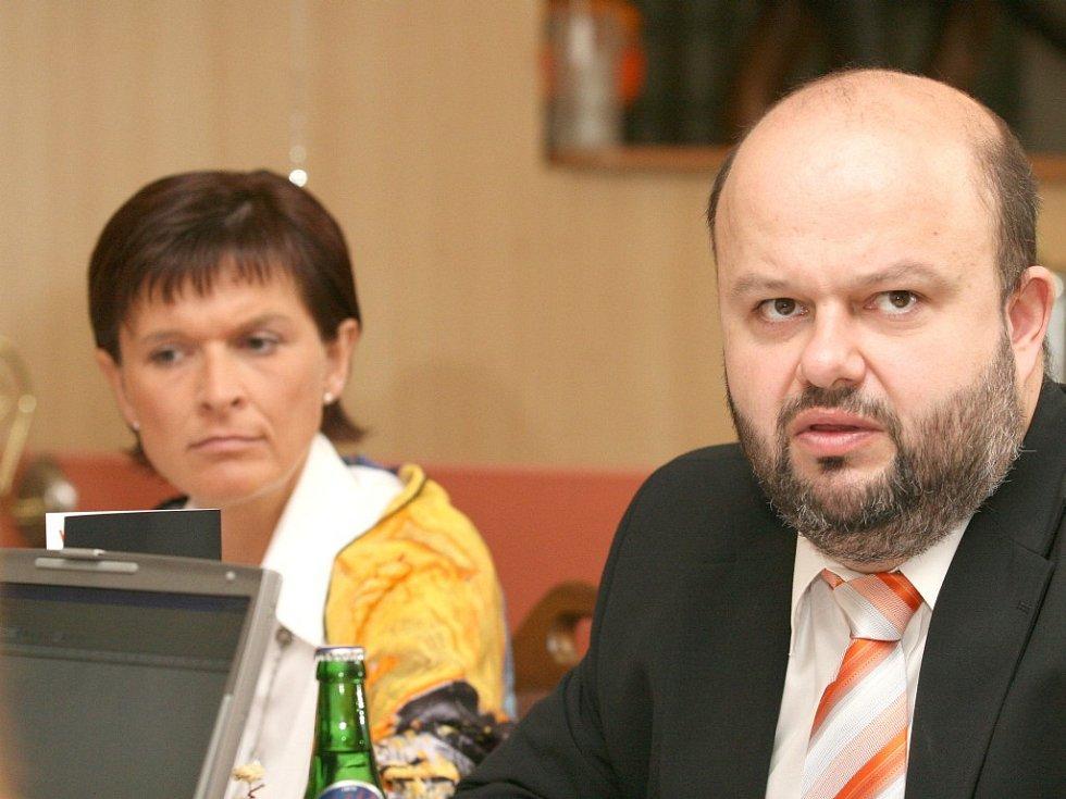 Jindřiška Pecinová (vlevo) a Martin Pecina z ÚOHS