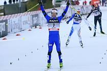Dušan Kožíšek se raduje v cíli sprintu SP v Liberci z třetího místa.