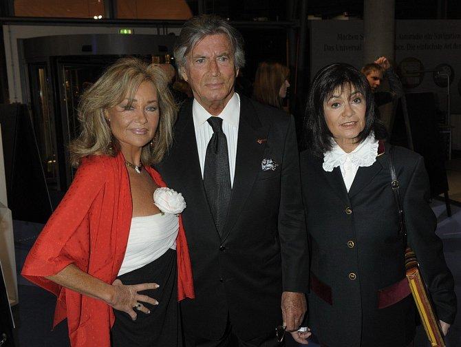 Marie, filmový Vinnetou Pierre Brice a jeho manželka Hella.