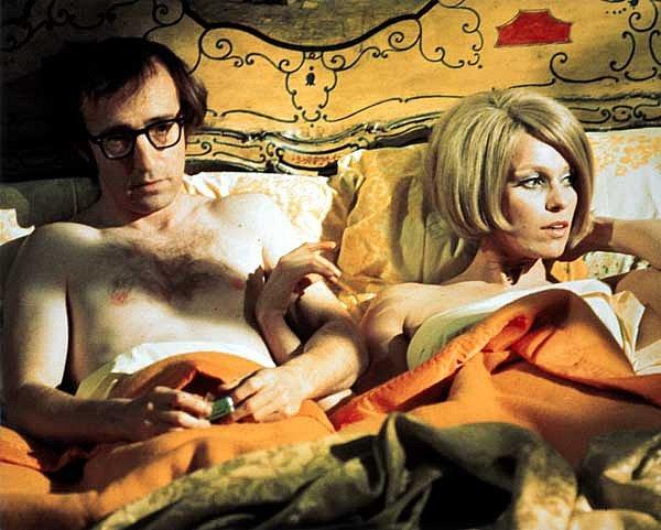 Woody Allen v jedné z jeho rolí ve filmu Všechno, co jste kdy chtěli vědět o sexu (ale báli jste se zeptat) z roku 1972, kde se objevil s Louise Lasserovou.