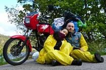 Filip Kadlec, člen pražského Jawa Klubu, a jeho partnerka Kristýna Kalužová se letos na podzim vydají na motocyklu Jawa na více než půlroční cestu po zemích Jižní Ameriky.
