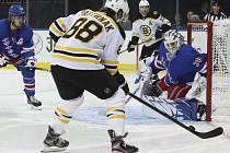 David Pastrňák v utkání proti New Yorku Rangers.
