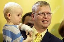 Pavel Bělobrádek se synem.