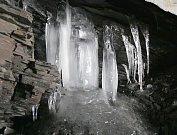 Ledové krápníky v Petrově skále
