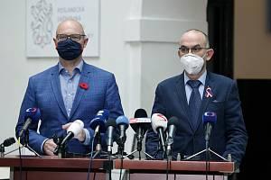 Ministr školství Robert Plaga a ministr zdravotnictví Jan Blatný