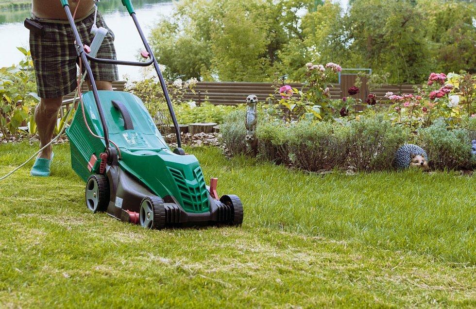 Příroda se pomalu ukládá k zimnímu spánku, odpočinek si zaslouží také pomocníci, kteří vám během celé sezony pomáhali s údržbou zahrady.