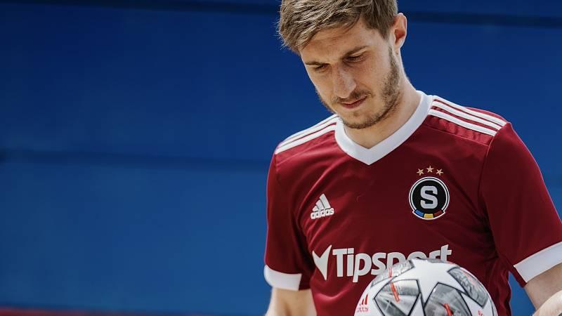 Fotbalová Sparta představila dresy na novou sezonu.