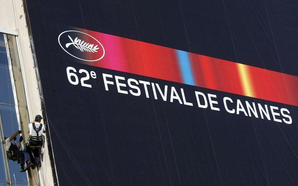 Vrcholící přípravy na 62. ročník největší a nejprestižnější světové filmové přehlídky v jihofrancouzském Cannes