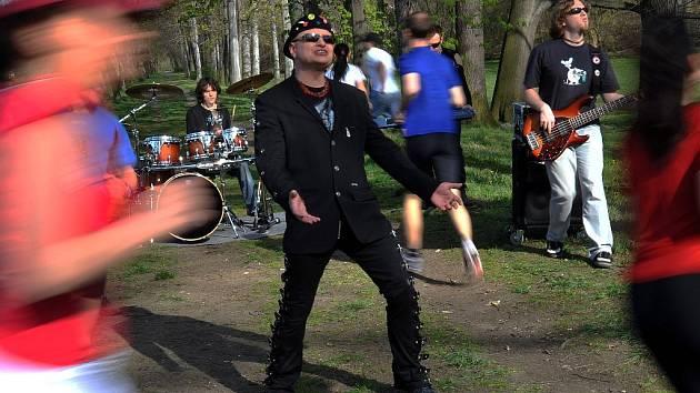 Vilém Čok natáčel ve Stromovce klip k nové písničce.