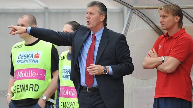Po odvolání trenéra Bílka vedl Spartu prezident klubu Jozef Chovanec.