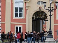 V průběhu letních prázdnin uspořádají každou neděli na zámku Dobříš komentované prohlídky francouzského parku pro veřejnost.