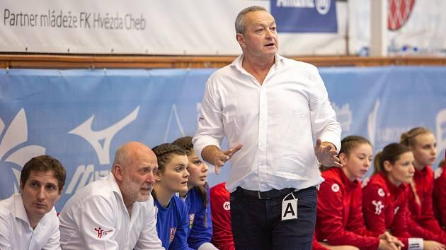Trenér Jan Bašný.