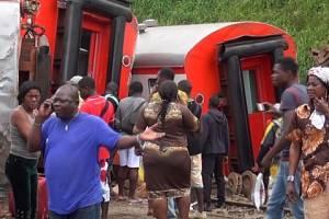 Počet obětí páteční železniční nehody v Kamerunu stoupl na více než 70.