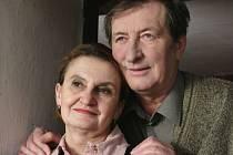 Eva Holubová si ve Vorlově Cestě do lesa, která má ve čtvrtek premiéru, zopakovala roli i partnera z deset let starého snímku Cesta z města.