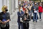 Fronta u odběrového místa na Václavském náměstí