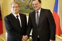 Český premiér Petr Nečas se 16. dubna v Tiraně setkal se svým albánským protějškem Salim Berishou (vlevo).