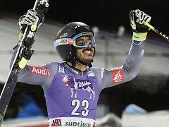 Cyprien Sarrazin se raduje z triumfu v paralelním obřím slalomu SP v  Alta Badii.