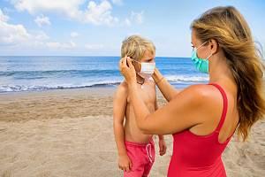 Karanténa v cizině nebo dokonce nutnost hospitalizace stojí i stovky euro denně.