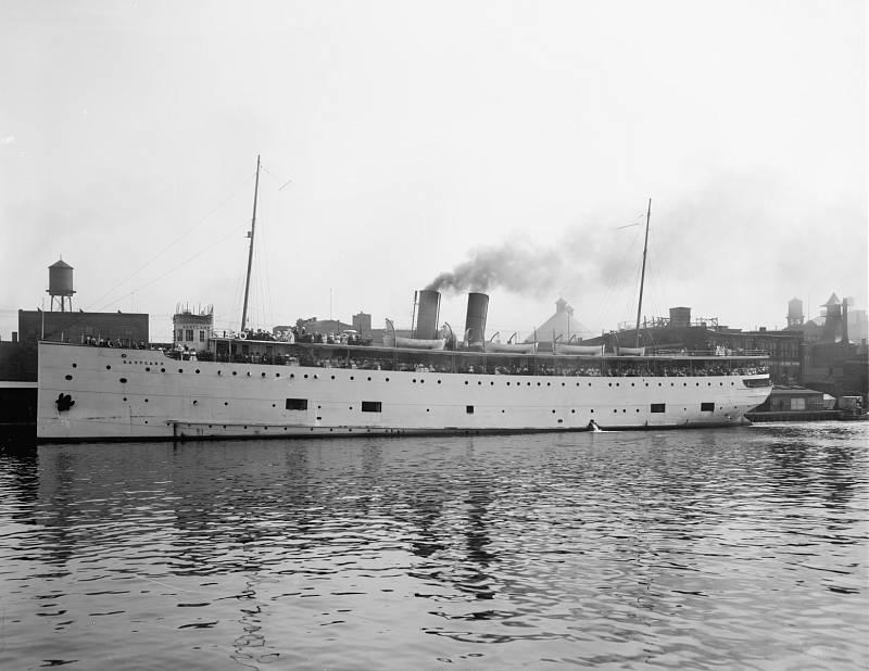 Loď Eastland vypadala na svou dobu velkolepě. Lidé, kteří do ní nastupovali, ale netušili, jak je vratká.
