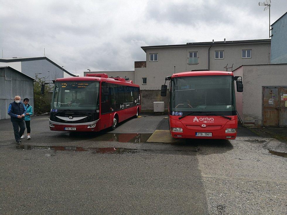 Veřejná hromadná doprava vNovém Jičíně byla zatraktivněna nákupem 2 ks nízkopodlažních bateriových autobusů