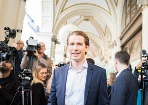 Sebastian Kurz a Christian Kern v závěru volební kampaně