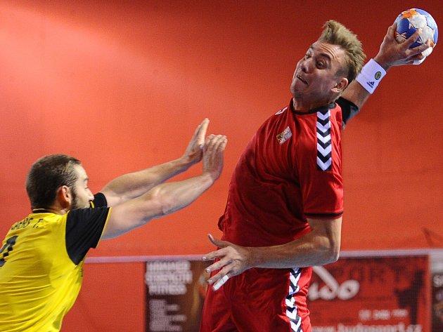 Filip Jícha (vpravo) proti Belgii.