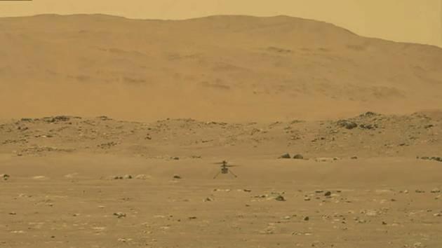 Helikoptéra Ingenuity na povrchu Marsu