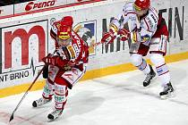 Hokejisté Slavie (v červeném) prohráli s Třincem.