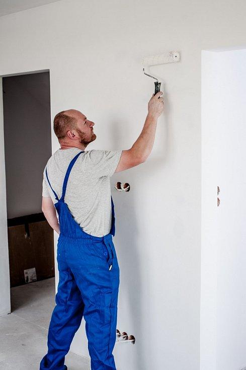 Nejčastější rekonstrukce se týkají panelákových bytů, kterých je v Česku kolem 2,5 milionu.